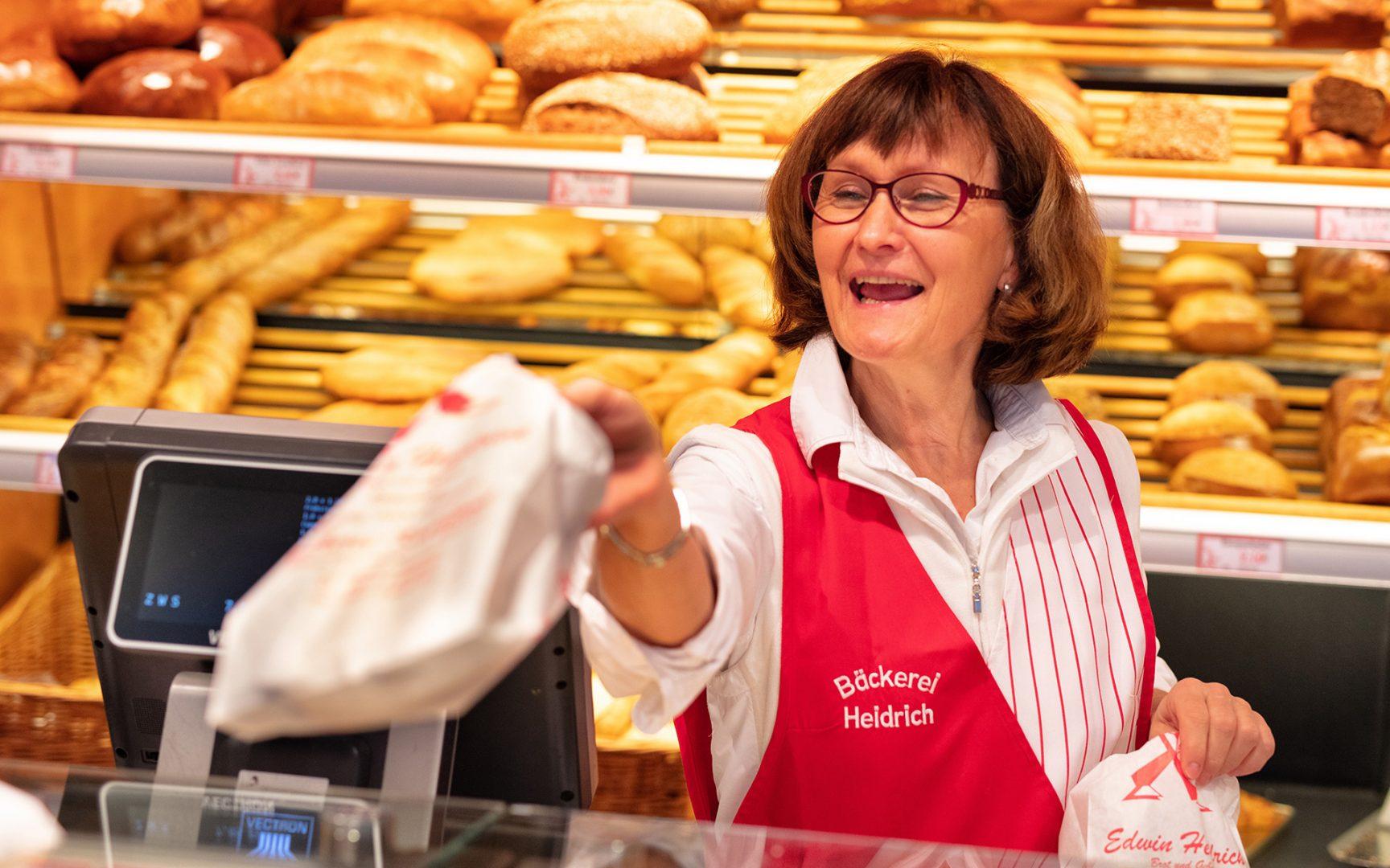 Freundlicher Verkauf in der Bäckerei Heidrich